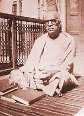 Srila Prabhupada with his Bhagavatams in Delhi
